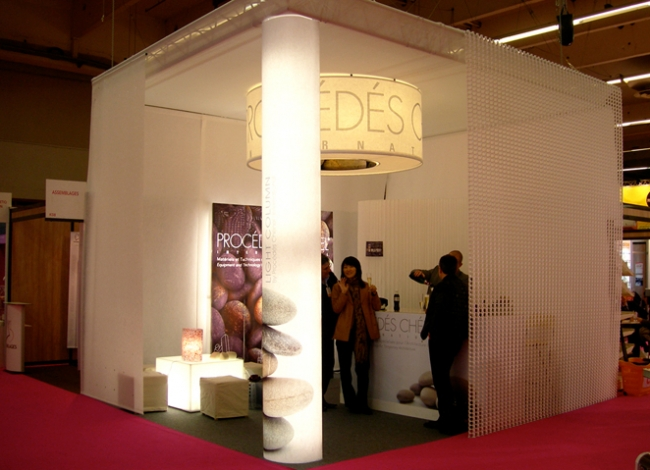 Illuminated exhibition stand